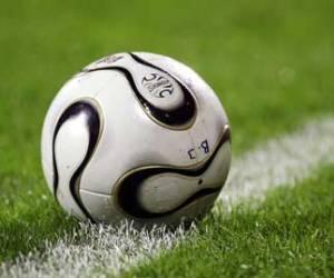F tbol siete el bal n en juego o fuera del juego for Regla fuera de juego futbol